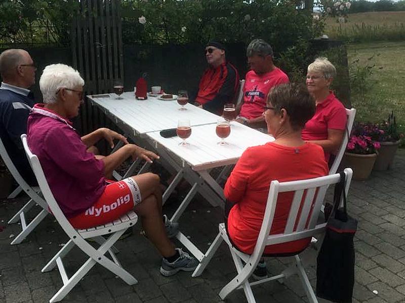 17. juli 2019. Cykelgruppe Nexø på tur. Et lille pitstop på Café Slusegaard.