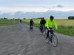 De gæve cyklister ankommer til Ringborgen (foto: Kørvel)